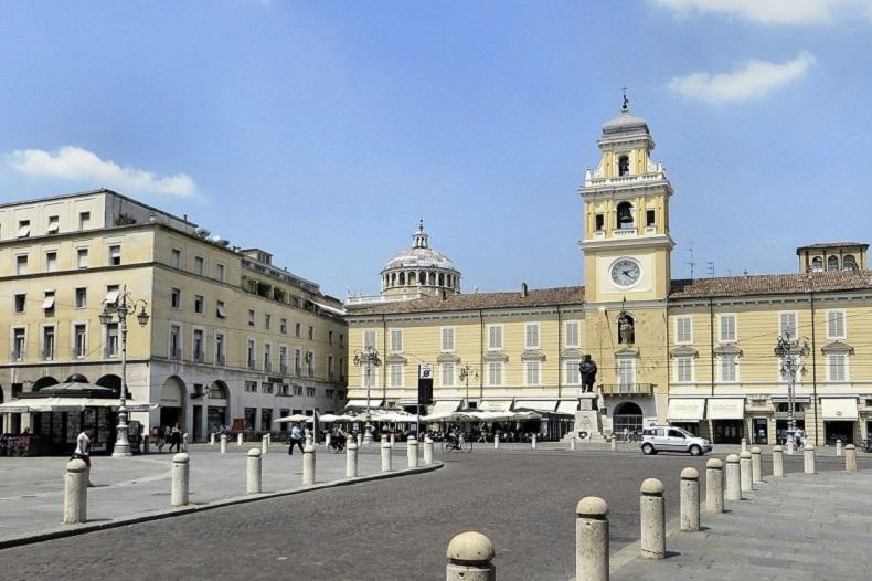 Parma © Bild von DEZALB auf Pixabay