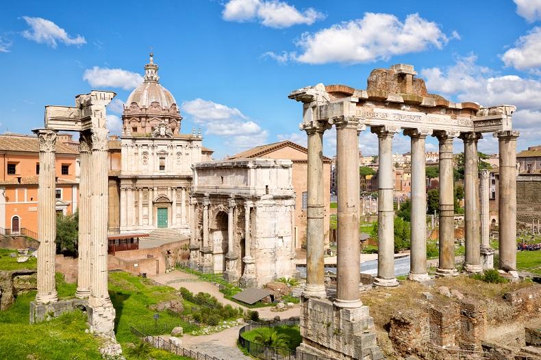Ruinen des Forum Romanum © dibrova - Envato Elements Pty